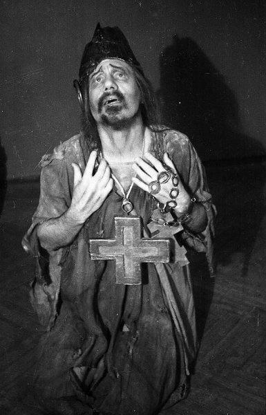 Иван Козловский в партии Юродивого в опере Модеста Мусоргского Борис Годунов (Большой театр, 1948)